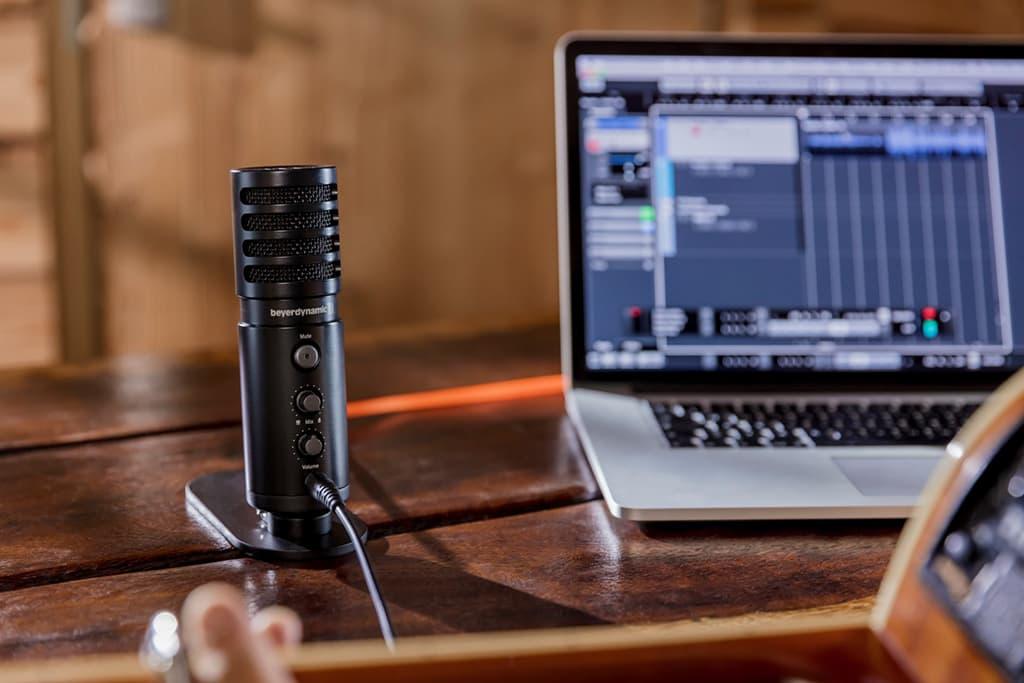 mejores micrófonos para podcast económicos